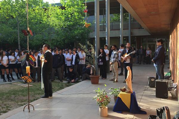 Con un minuto de silencio, alumnos de la III Unidad realizaron una oración por la paz en Chile