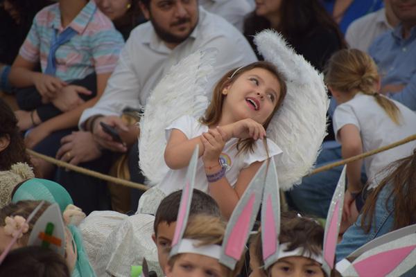 Niños del nivel kínder recrearon la llegada de Jesús en su presentación de fin de año